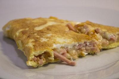 Æggekage med skinke og ost